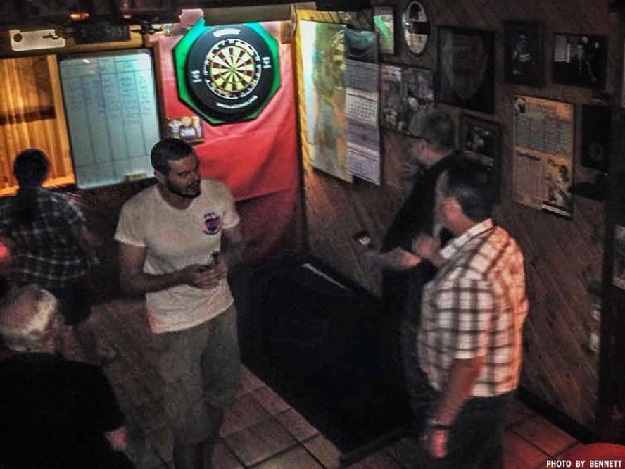 16 Apr Darts Action New Cowboy Bar (15)
