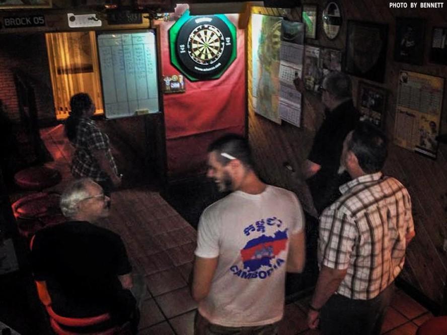 16 Apr Darts Action New Cowboy Bar (6)
