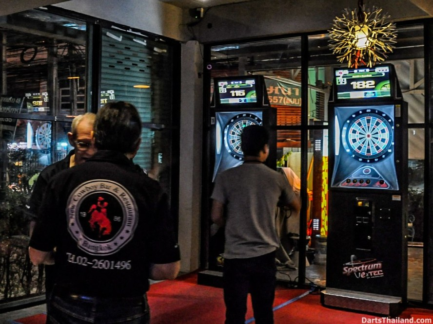 DARTS ACTION - Lomchoy The Roof (1)