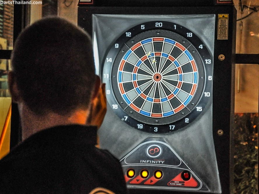 DARTS ACTION - Lomchoy The Roof (16)