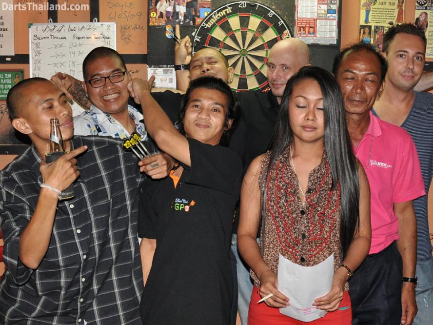 darts-photos-bangkok-thailand-darts-players-darts--leagues-photos-05_july_2011_003