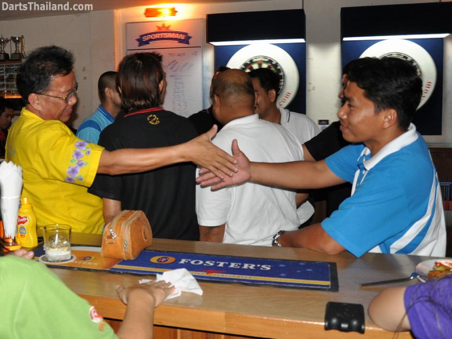 darts-photos-bangkok-thailand-darts-players-darts--leagues-photos-07_july_2011_010