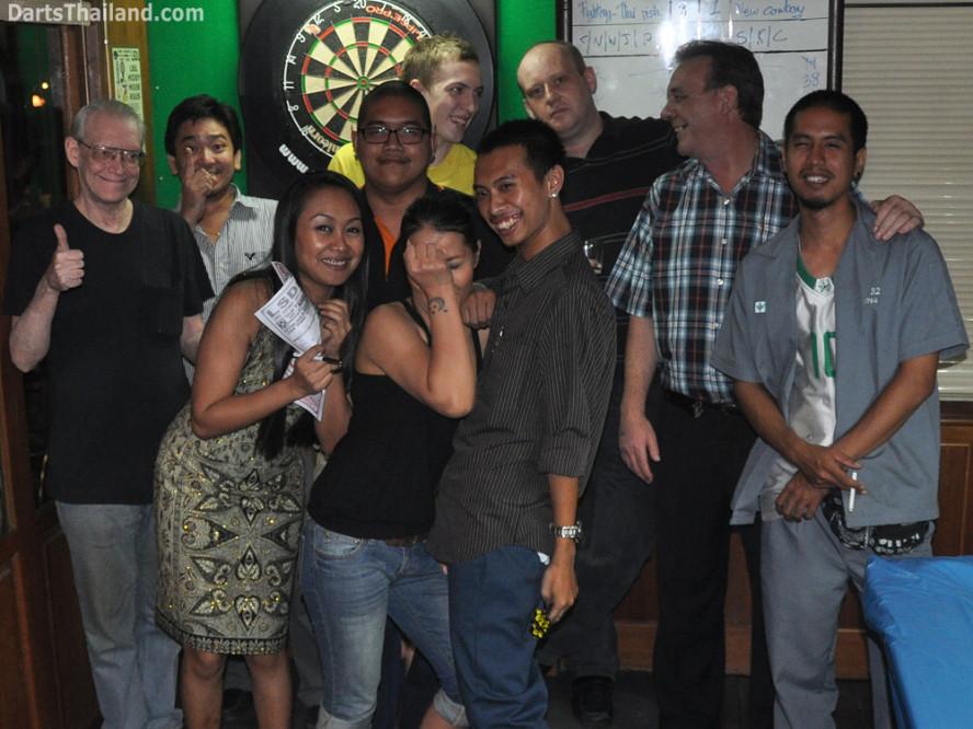 darts-photos-bangkok-thailand-darts-players-darts--leagues-photos-08_june_2011_02