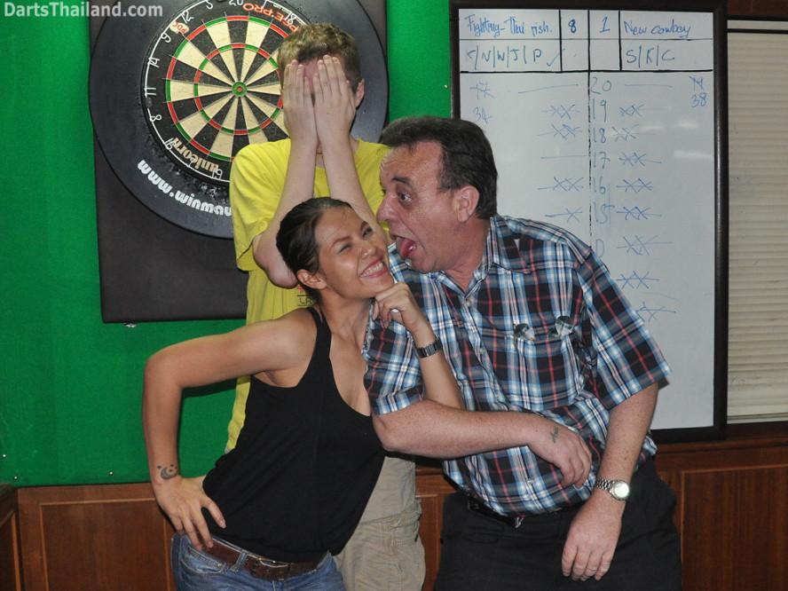 darts-photos-bangkok-thailand-darts-players-darts--leagues-photos-08_june_2011_03