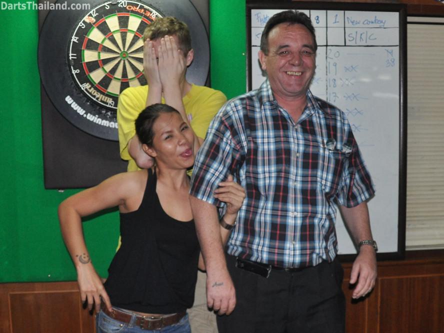 darts-photos-bangkok-thailand-darts-players-darts--leagues-photos-08_june_2011_04
