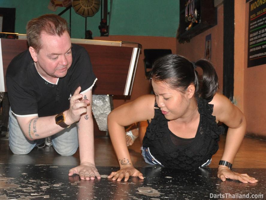 darts-photos-bangkok-thailand-darts-players-darts--leagues-photos-23_june_2011_016
