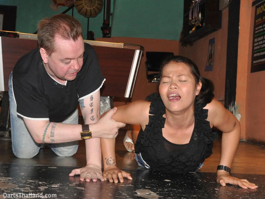 darts-photos-bangkok-thailand-darts-players-darts--leagues-photos-23_june_2011_018
