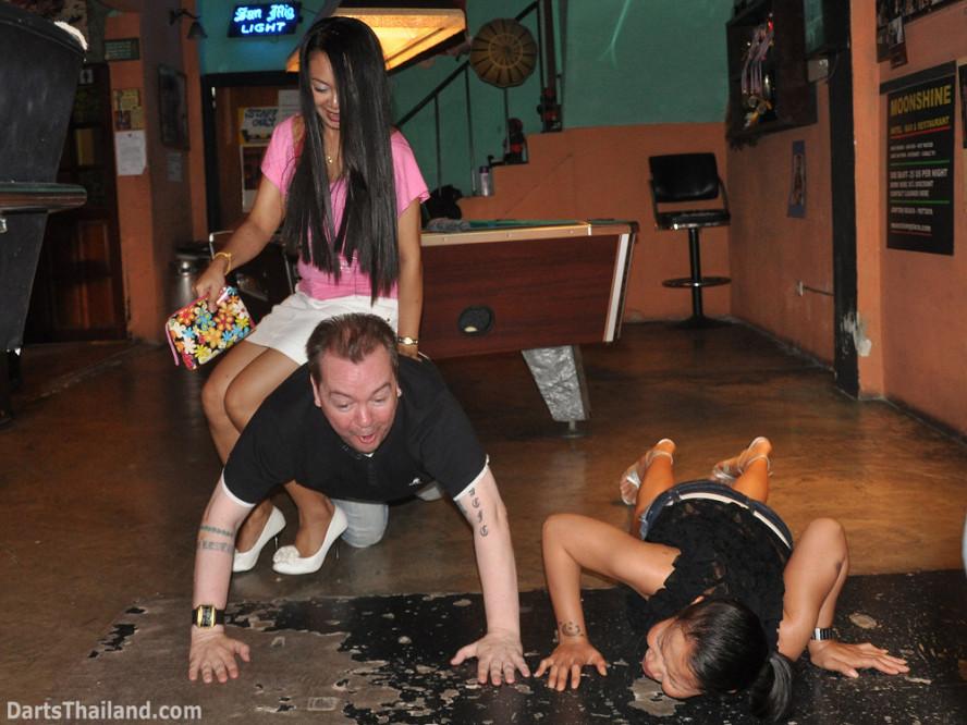 darts-photos-bangkok-thailand-darts-players-darts--leagues-photos-23_june_2011_020
