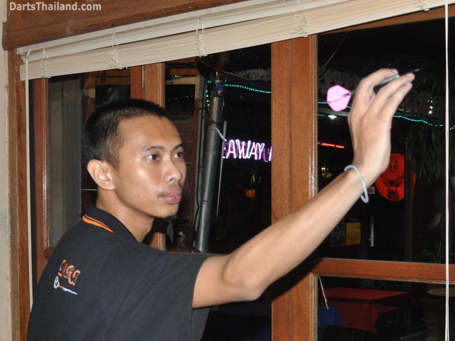 darts-photos-bangkok-thailand-darts-players-darts--leagues-photos-24_may_2011_corner_bar_002