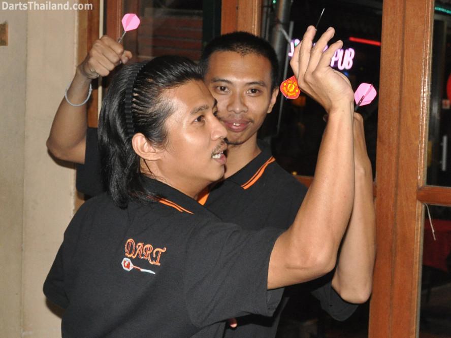 darts-photos-bangkok-thailand-darts-players-darts--leagues-photos-24_may_2011_corner_bar_004