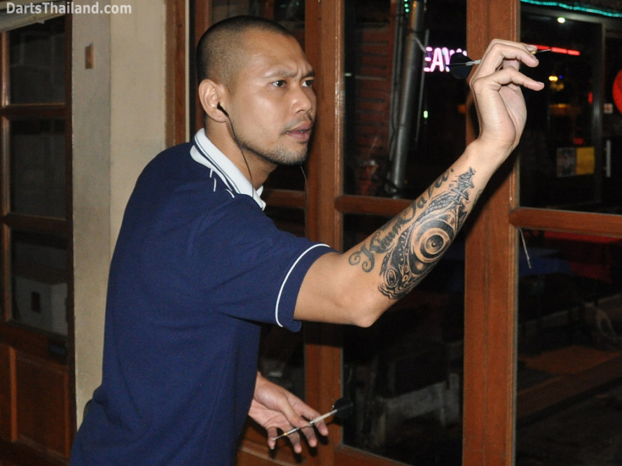 darts-photos-bangkok-thailand-darts-players-darts--leagues-photos-24_may_2011_corner_bar_005