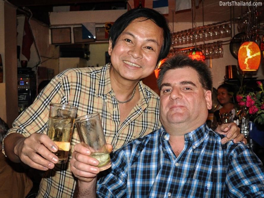 darts_domino_bar_saturday_bangkok_sukhumvit_soi_11_thailand_12