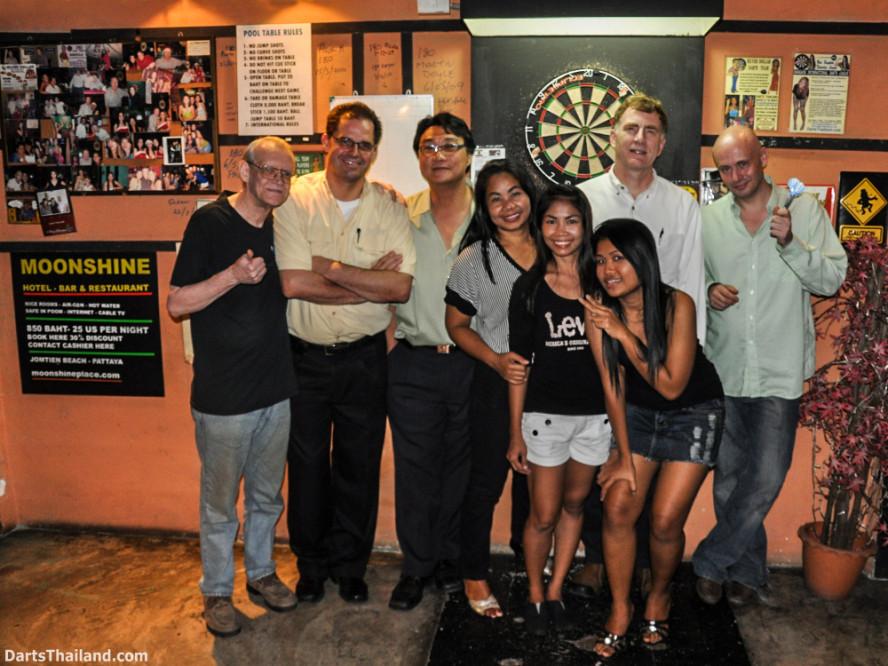 dbsu_016_ned_dart_pro_set_up_board_lighting_oche_photo_sukhumvit_soi_22_bangkok