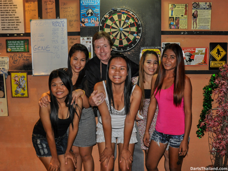 dbsu_017_ned_dart_pro_set_up_board_lighting_oche_sexy_darts_girl_photo_sukhumvit_soi_22_bangkok
