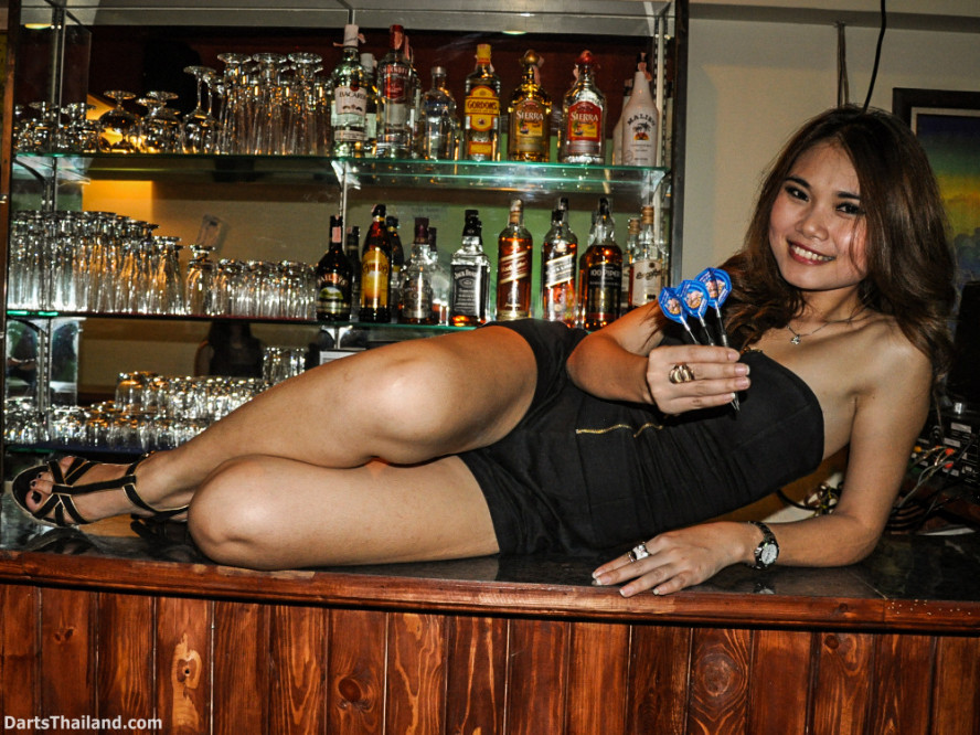 dm_025_sexy_darts_photo_ploy_liza_sukhumvit_soi_22_beautiful_charming_lady_bangkok
