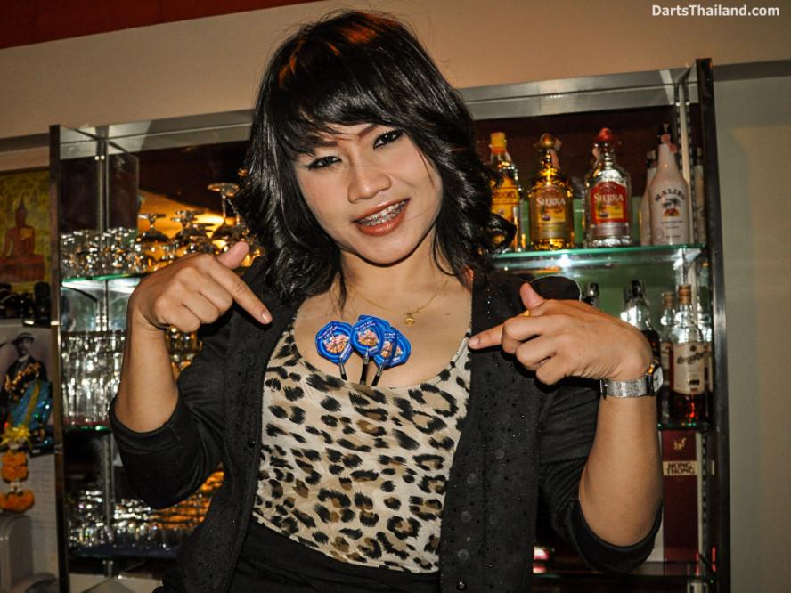 dm_034_sexy_darts_photo_ploy_liza_sukhumvit_soi_22_beautiful_charming_lady_bangkok