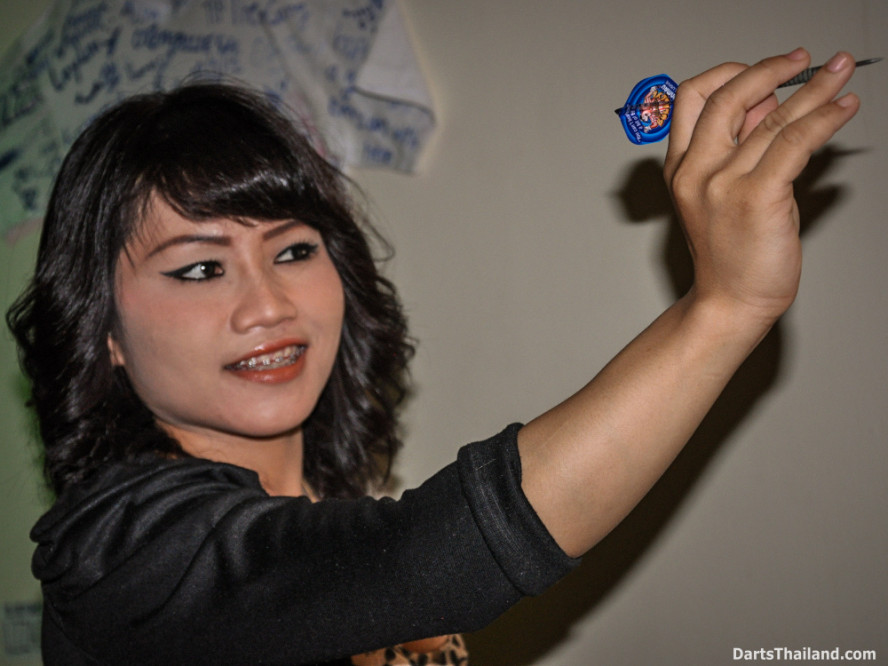 dm_046_sexy_darts_photo_ploy_liza_sukhumvit_soi_22_beautiful_charming_lady_bangkok