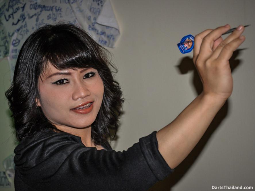 dm_047_sexy_darts_photo_ploy_liza_sukhumvit_soi_22_beautiful_charming_lady_bangkok