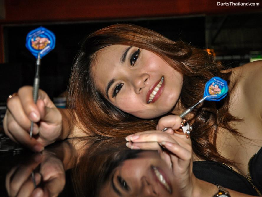 dm_054_sexy_darts_photo_ploy_liza_sukhumvit_soi_22_beautiful_charming_lady_bangkok