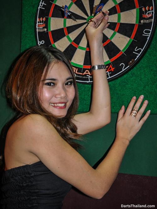 dm_071_sexy_darts_photo_ploy_liza_sukhumvit_soi_22_beautiful_charming_lady_bangkok