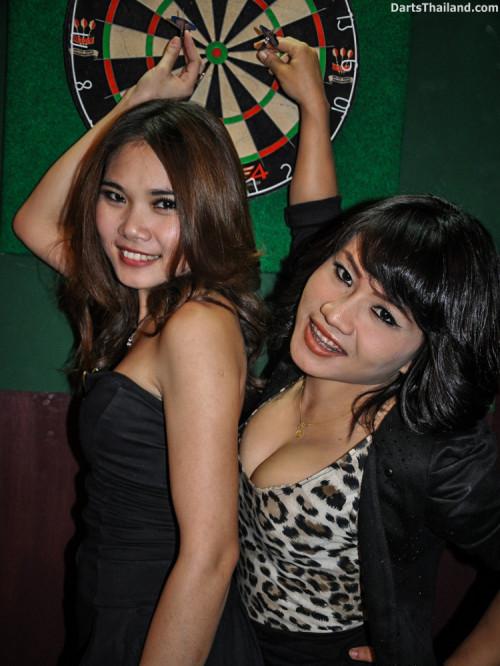 dm_078_sexy_darts_photo_ploy_liza_sukhumvit_soi_22_beautiful_charming_lady_bangkok