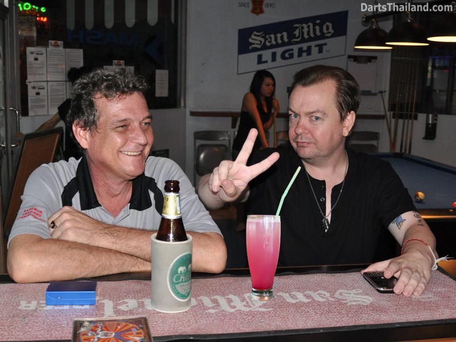 dt1599_ladydrink_jayke_phil_lady_drink_bangkok_stoke_trent