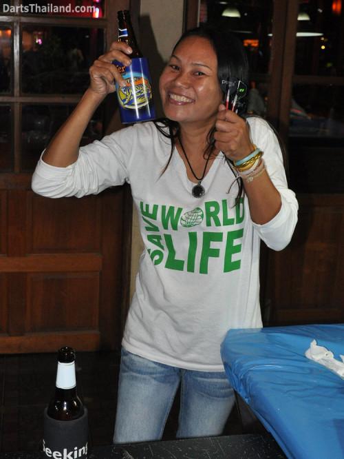 dt1633_giffy_dart_corner_bar_sukhumvit_soi_22_bangkok