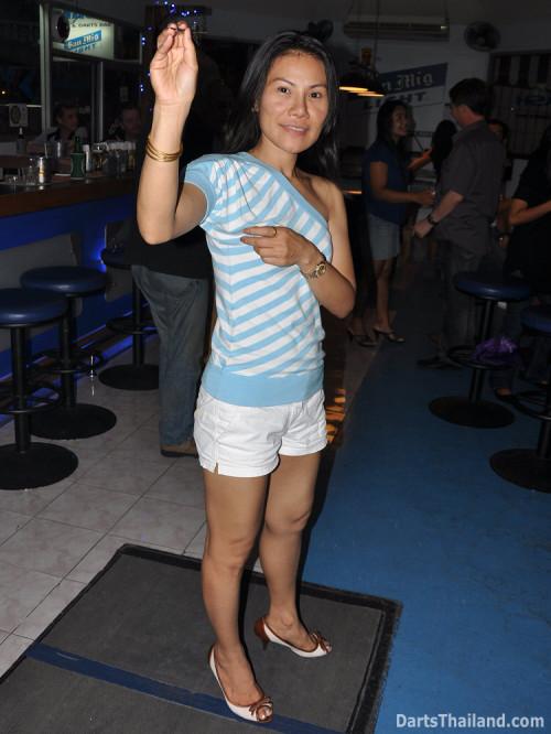 dt1634_charinee_dart_team_aloha_bar_bangkok