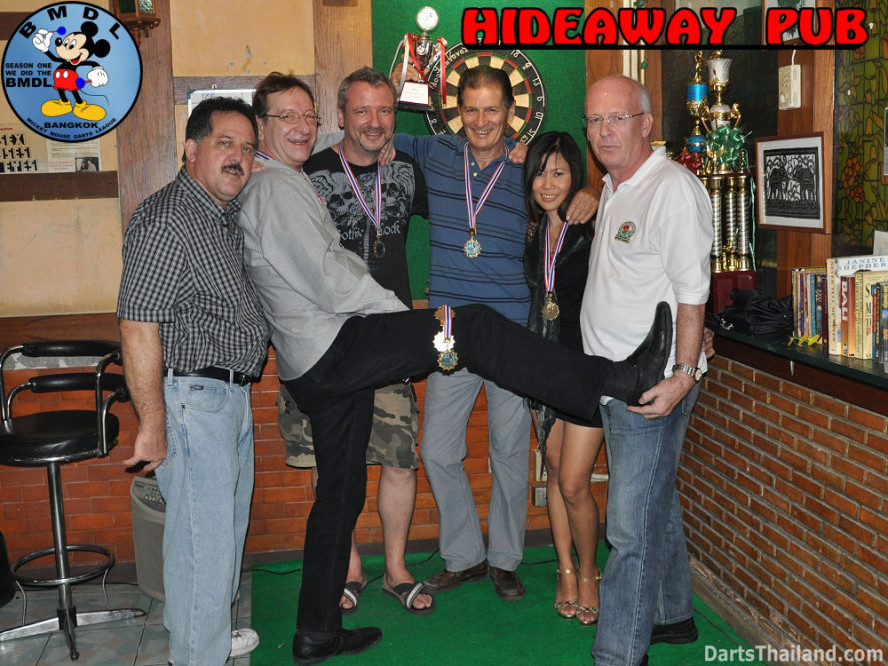 dt1653_bmdl_bangkok_mickey_mouse_dart_league_hideaway_team