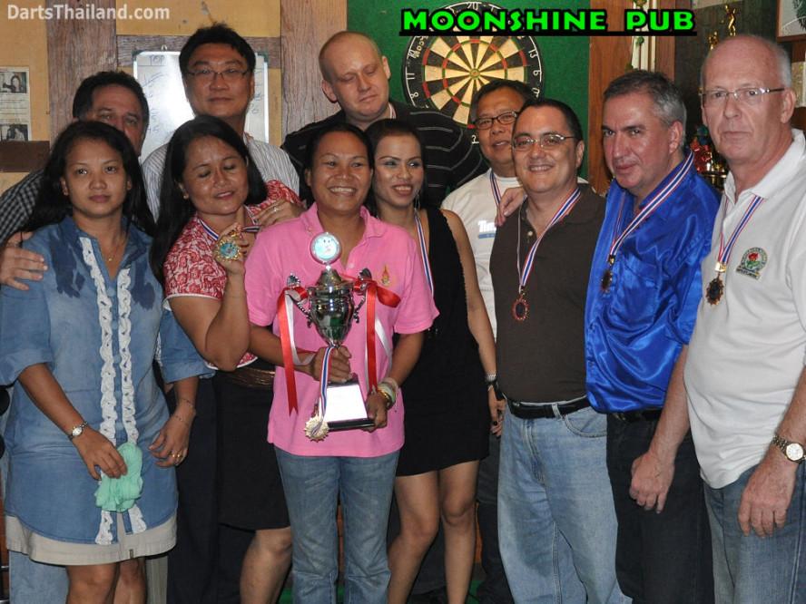 dt1657_bmdl_bangkok_mickey_mouse_dart_league_moonshine_team