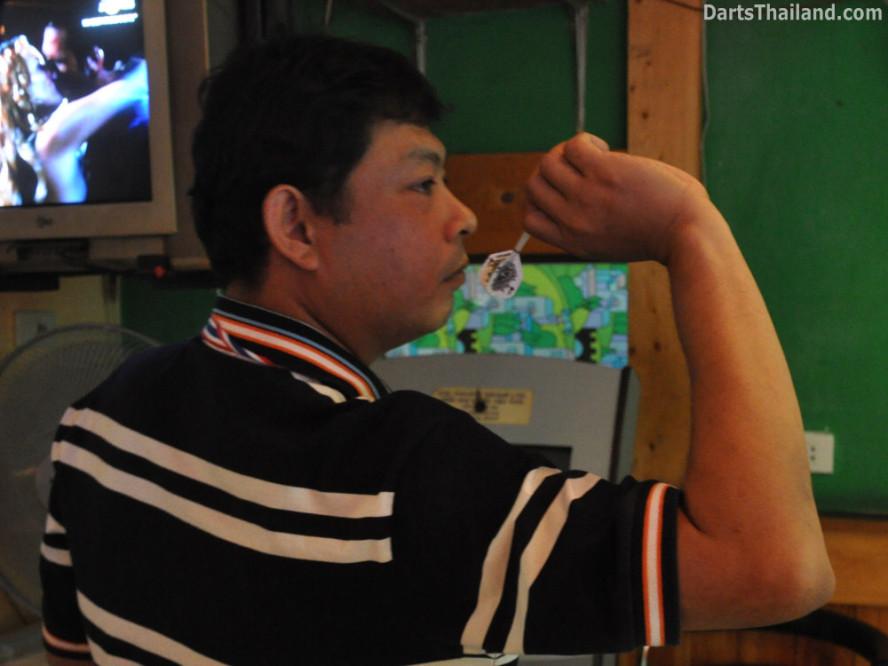 dt1691_bmdl_dart_photo_boy_silver_dollar_sukhumvit_soi_22
