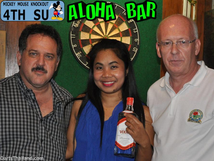 dt1702_bmdl_dart_photo_su_aloha_bar_mickey_mouse_knockout