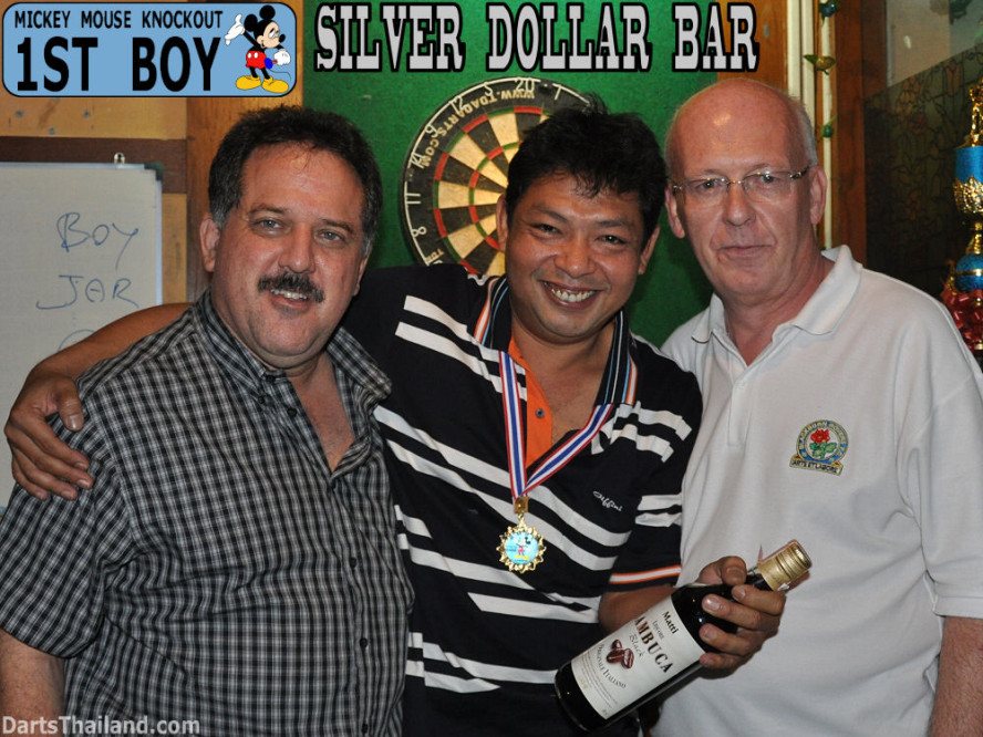 dt1705_bmdl_dart_photo_boy_silver_dollar_bar_mickey_mouse_knockout