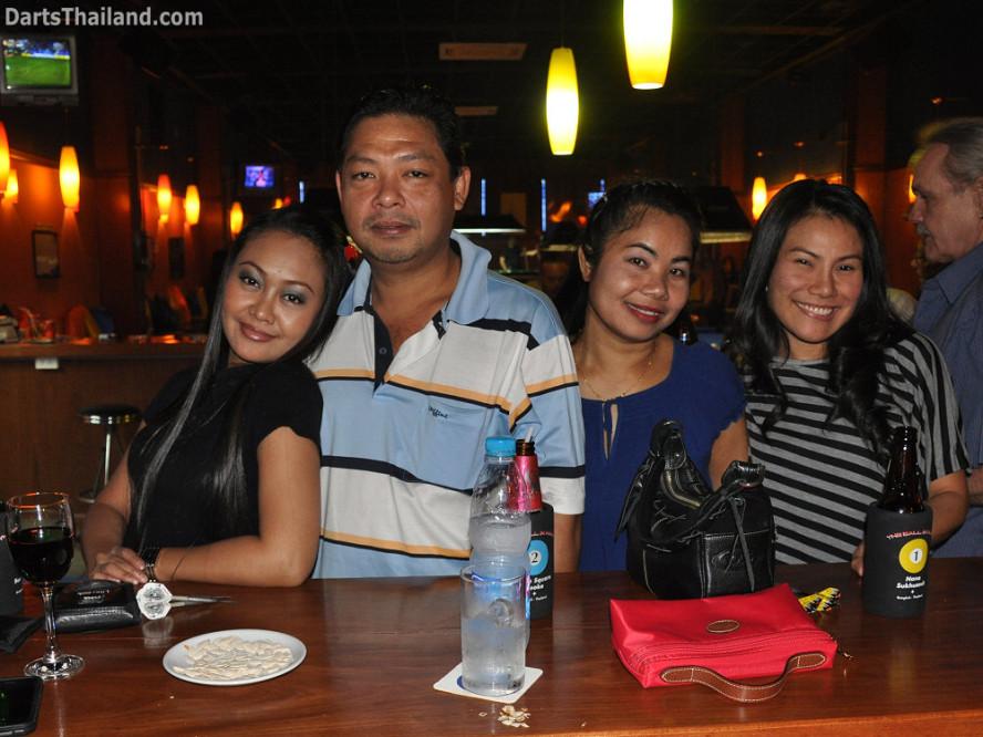 dt1755_jeab_boy_su_charinee_ball_in_hand_sukhumvit_soi_4_bangkok