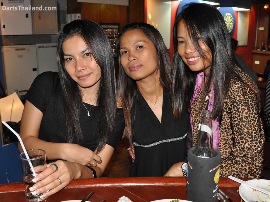 dt1761_darts_ae_an_sai_ball_in_hand_sukhumvit_soi_4_bangkok