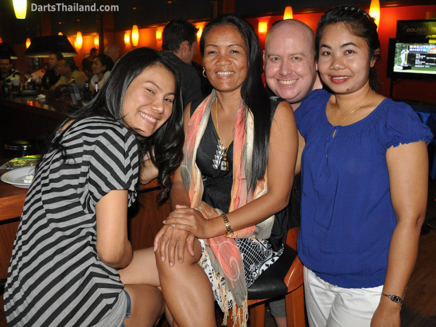dt1764_darts_charinee_rose_simon_su_ball_in_hand_sukhumvit_soi_4_bangkok