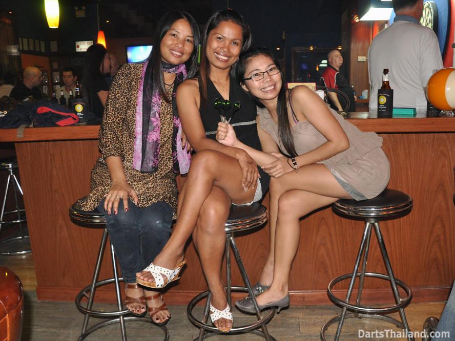 dt1765_darts_sai_an_toon_ball_in_hand_sukhumvit_soi_4_bangkok