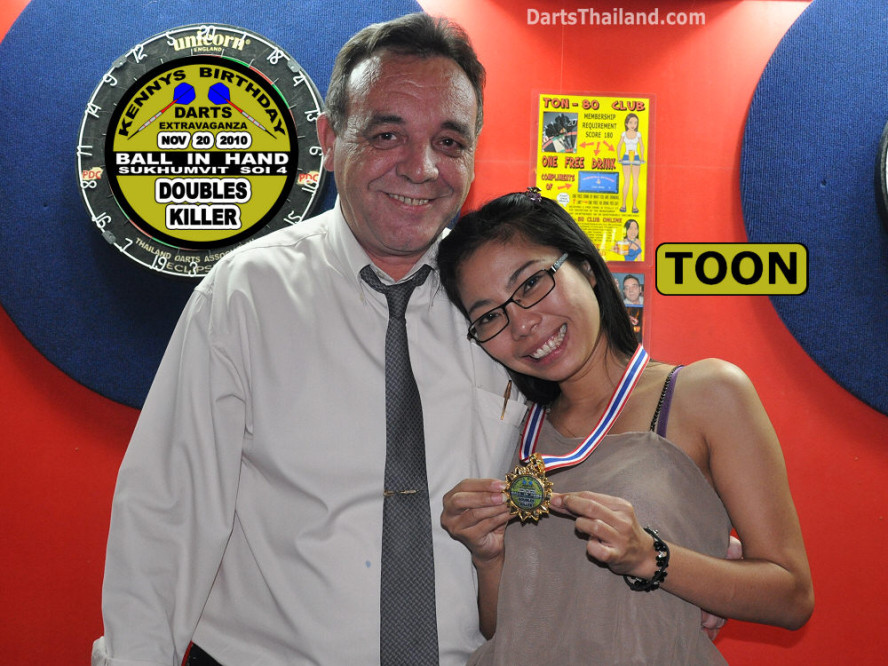 dt1775_darts_kenny_toon_ball_in_hand_sukhumvit_soi_4_bangkok