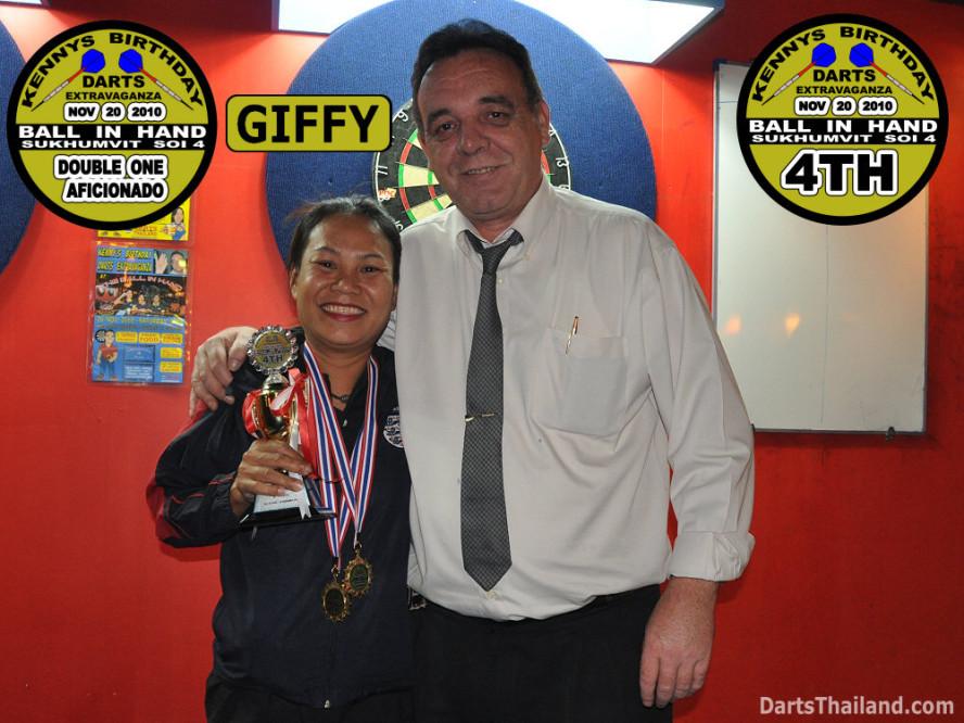 dt1779_darts_kenny_giffy_ball_in_hand_sukhumvit_soi_4_bangkok