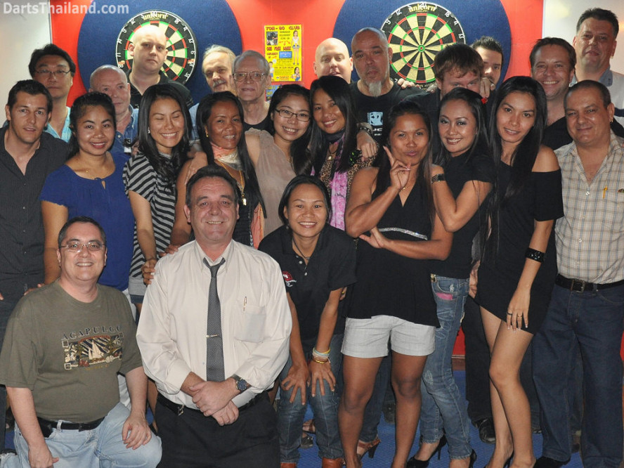 dt1785_darts_ball_in_hand_sukhumvit_soi_4_bangkok