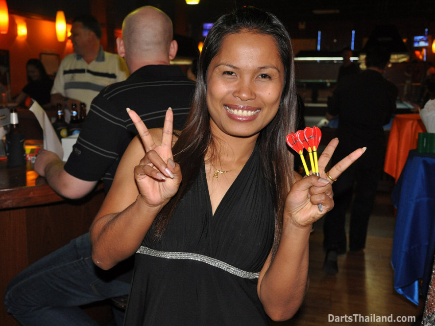 dt1787_darts_an_ball_in_hand_sukhumvit_soi_4_bangkok