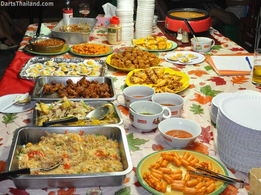 dt1794_food_buffet_darts_knockout_moonshine_sukhumvit_soi_22_bangkok