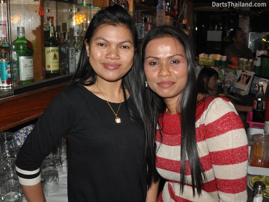 dt1806_bee_pla_darts_knockout_moonshine_sukhumvit_soi_22_bangkok