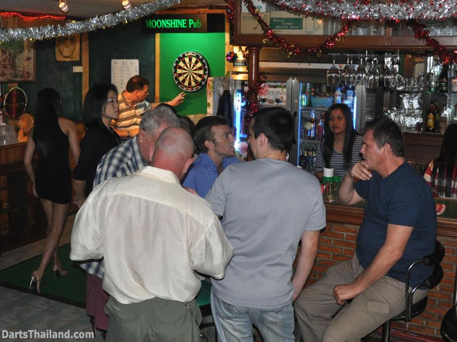 dt1807_darts_knockout_moonshine_sukhumvit_soi_22_bangkok