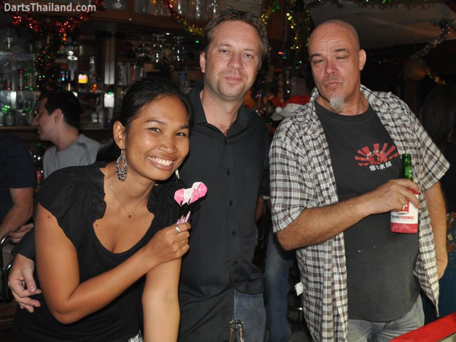 dt1809_tum_henning_mike_darts_knockout_moonshine_sukhumvit_soi_22_bangkok