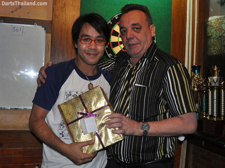 dt1816_kenny_ktd_darts_knockout_moonshine_sukhumvit_soi_22_bangkok