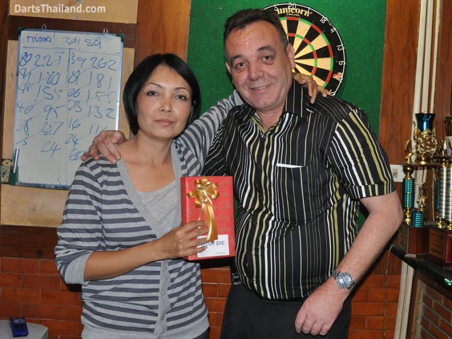 dt1817_sorn_kenny_ktd_darts_knockout_moonshine_sukhumvit_soi_22_bangkok