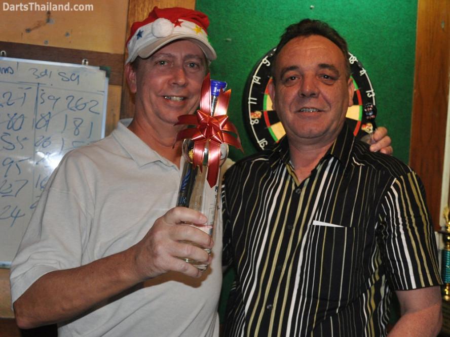 dt1818_tom_kenny_ktd_darts_knockout_moonshine_sukhumvit_soi_22_bangkok