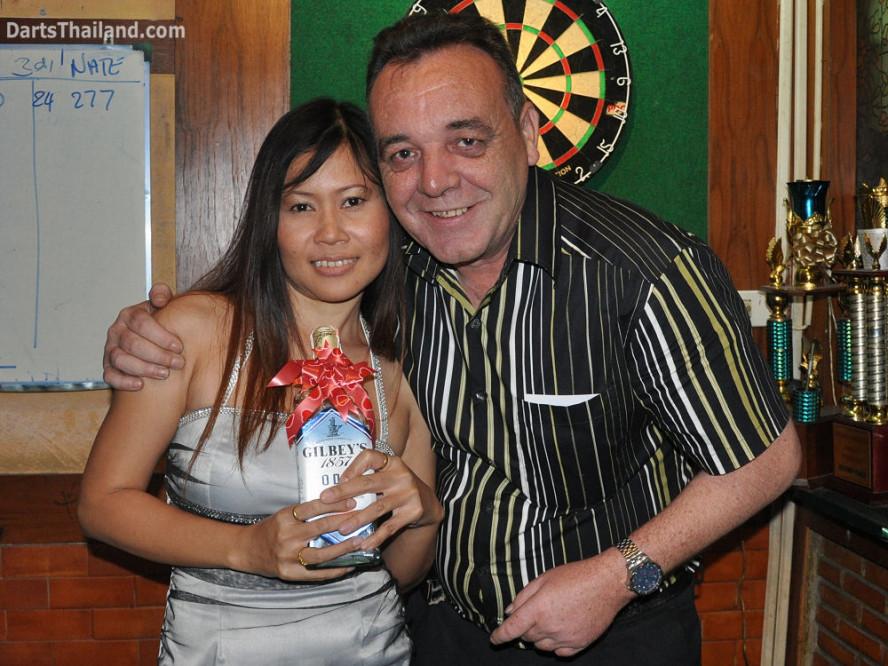dt1822_nok_kenny_ktd_darts_knockout_moonshine_sukhumvit_soi_22_bangkok