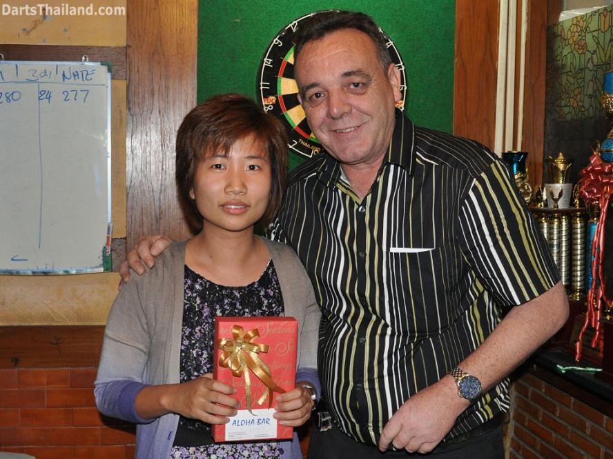 dt1823_joy_kenny_ktd_darts_knockout_moonshine_sukhumvit_soi_22_bangkok